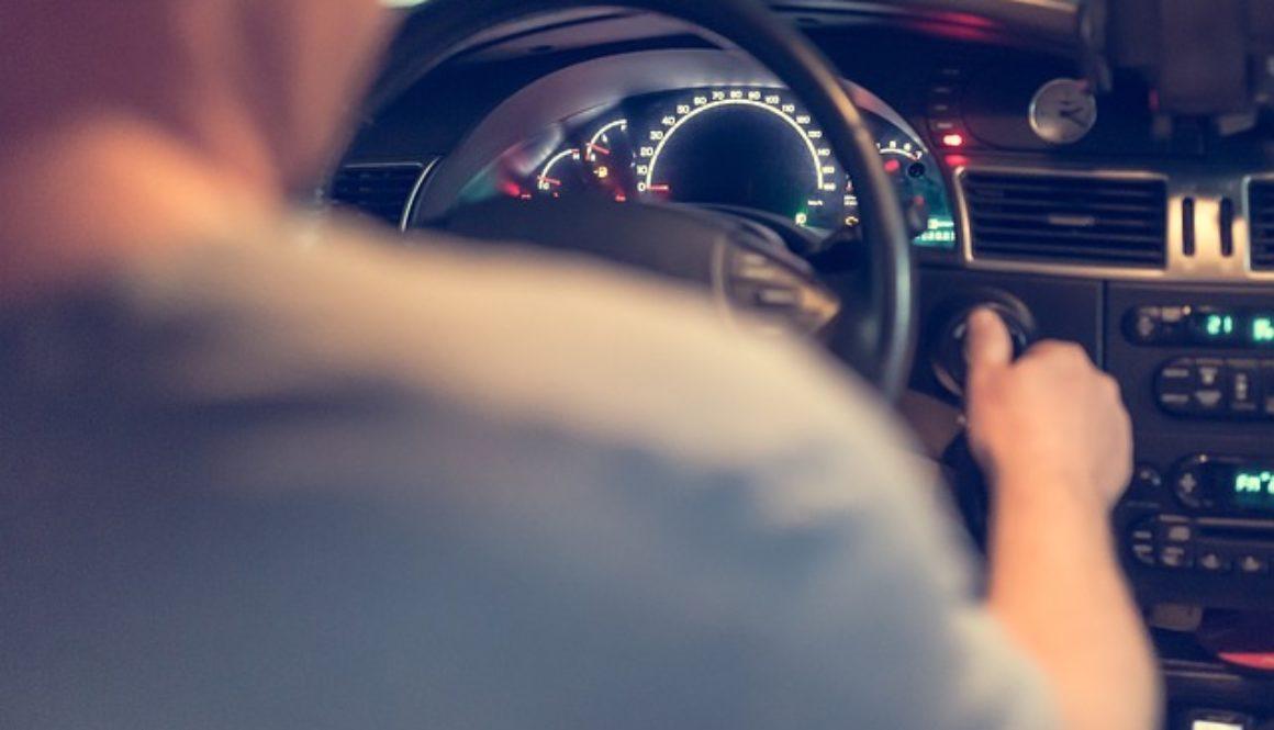 Kierowca za kierownicą. Cechy idealnego kierowcy
